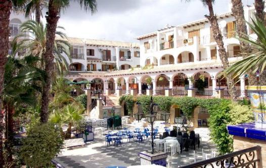 villamartin-plaza-by-day