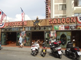 Western-saloon-bar