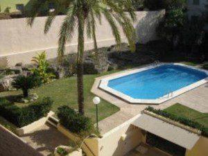 communal-pool-at-apartment
