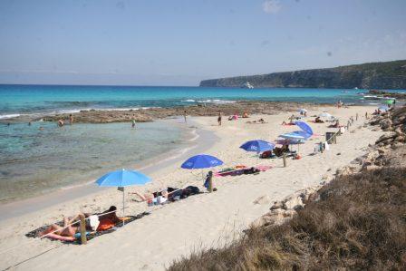 beach-near-Es-Calo