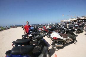 scooters-outside-Tanga-bar