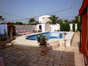 villa-for-sale-pool