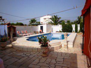 villa-for-sale-pool