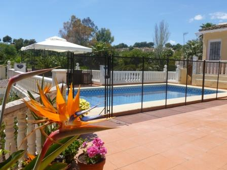 swimming-pool-fence