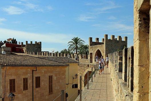 alcudia_city_walls_r13