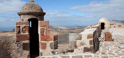 castillo_de_santa_barbara_y_san_hermenegildo_-_teguise_-_02